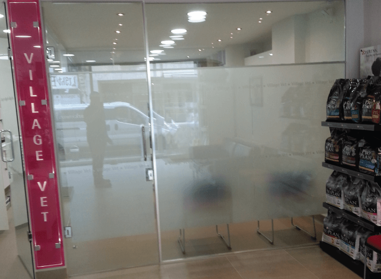 Customer Privacy Retail Smart Glass switched to off