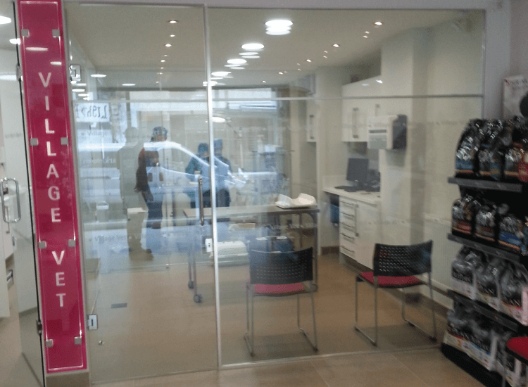 Customer Privacy Retail Smart Glass switched to on
