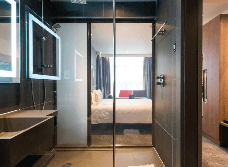 Novotel Smart Glass Shower switched to on