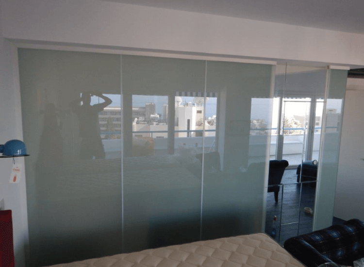 Switchable Smart Glass Bathroom privacy screen switched to off